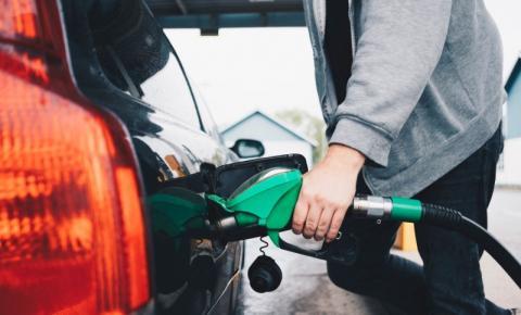 Um dia após anúncio da Petrobras de reajuste, gasolina está mais cara para consumidores de Barra do Garças