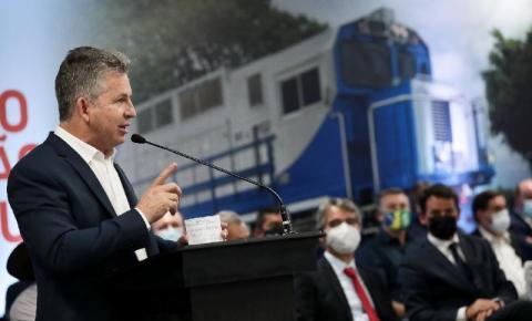 Mauro Mendes assina contrato histórico para construção de ferrovia estadual