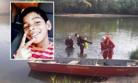 Corpo de menino de 11 anos que morreu afogado tentando atravessar rio é encontrado submerso