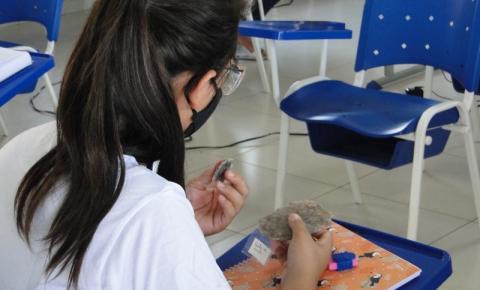 Escola de Barra do Garças recebe aula sobre Cerrado