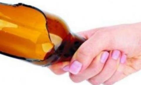 Mulher bêbada tenta dar garrafada em desafeto, mas acerta cabeça de criança de 6 anos