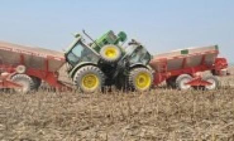 Operadores colidem máquinas agrícolas durante aplicação de calcário no Araguaia